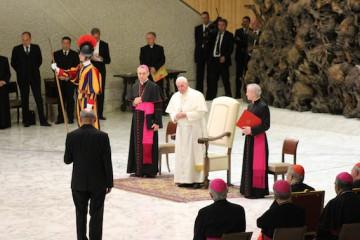 Pater Heinrich Walter, Vorsitzender des Generalpräsidiums des internationalen Schönstatt-Werkes dankt Papst Franziskus