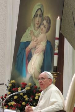Auf der Bühne war ein großes Bild der Dreimal Wunderbaren Mutter von Schönstatt zu sehen